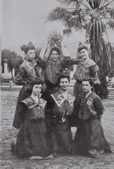 Group photo of girl's basketball team